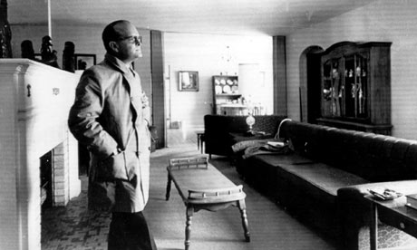 Truman-Capote-in-the-livi-001