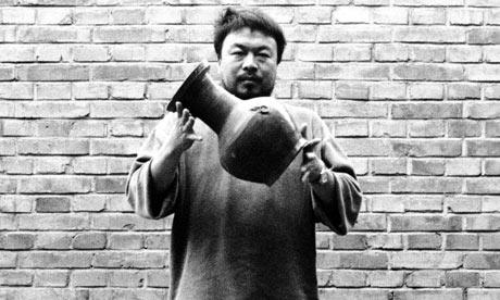 Ai-Weiwei-Dropping-a-Han--001