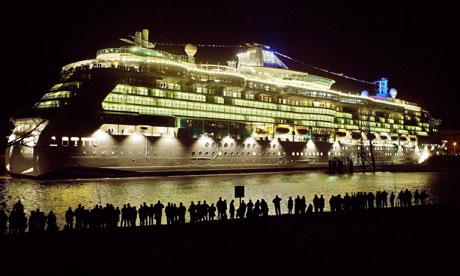 cruise-ship-night-006