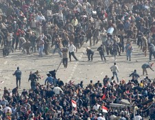 egyptimg-hp-main---egypt-protesters-clash_075805919019