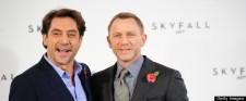 British actor Daniel Craig (R) poses wit